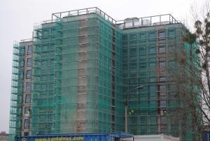System rusztowań zamocowany na budynku